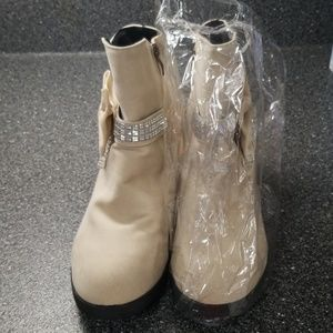 Shoes - womens booties